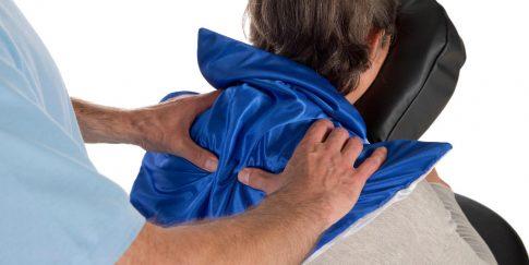 Gebruik massagedoekje op een massagestoel.
