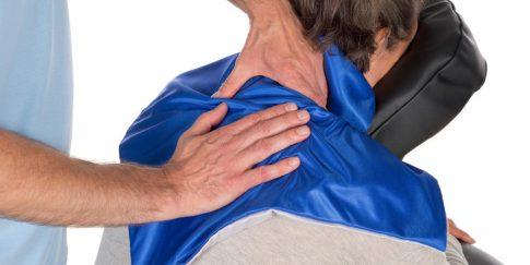 Gebruiksaanwijzing massagedoekje - massage van de nek.